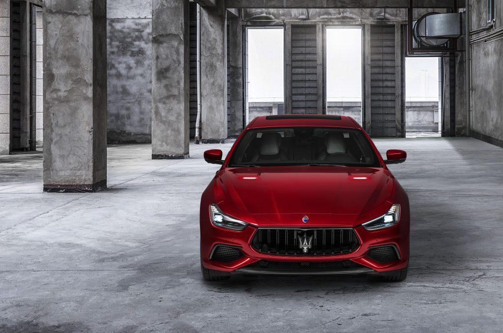 16735-MaseratiGhibliTrofeo