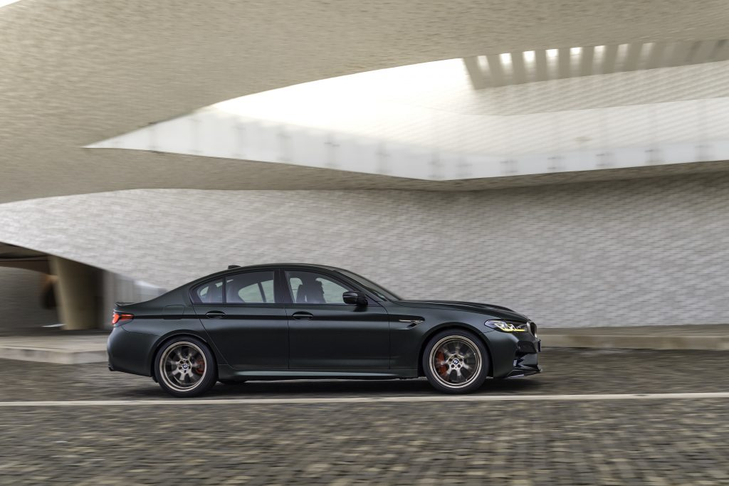 P90411275_highRes_the-new-bmw-m5-cs-sc